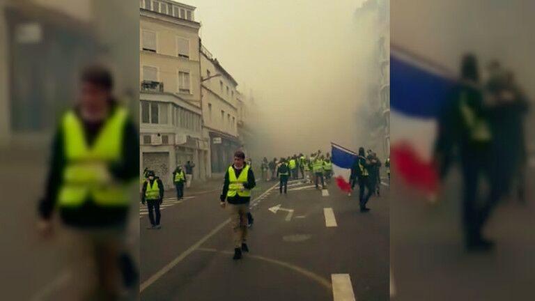 【蜗牛棋牌】法国黄背心和警察在鲁昂爆发冲突 警方发射催泪弹