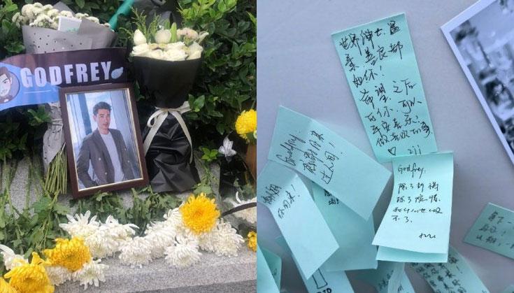 【蜗牛棋牌】粉丝自发参加高以翔追悼会 送上鲜花卡片表达爱是