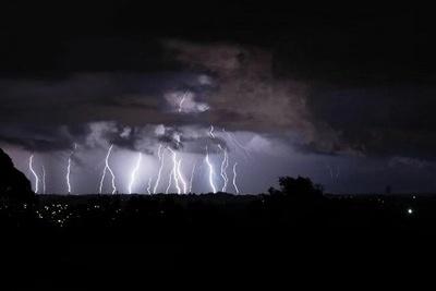 【蜗牛棋牌】新西兰遭遇雷暴 致部分电话网络通讯中断